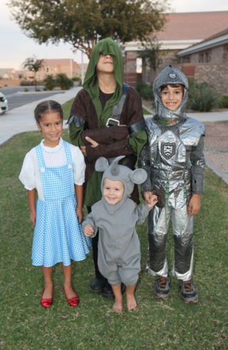 Halloween costume Dorothy Wizard of Oz
